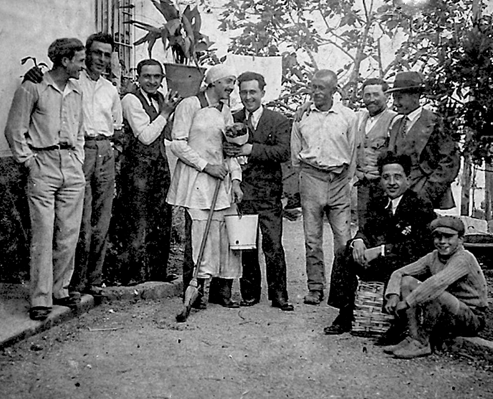 Antonio Michelini in una foto di gruppo