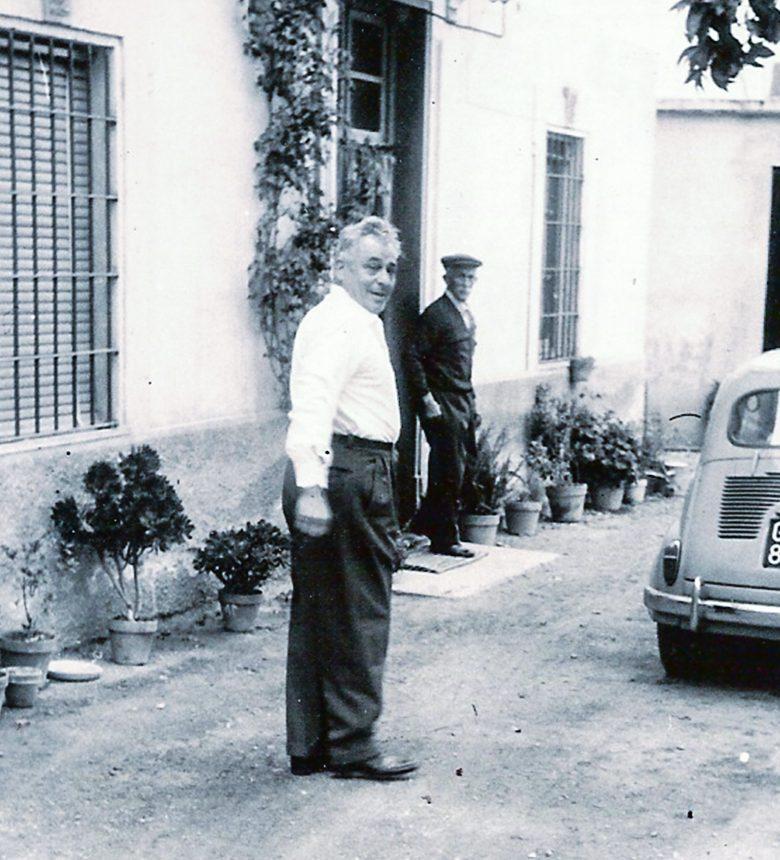 Antonio e Pietro Michelini davanti a casa