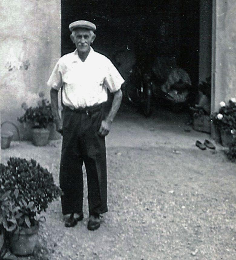"""Antonio Michelini detto """"U Bacan"""" davanti al capannone dell'azienda"""